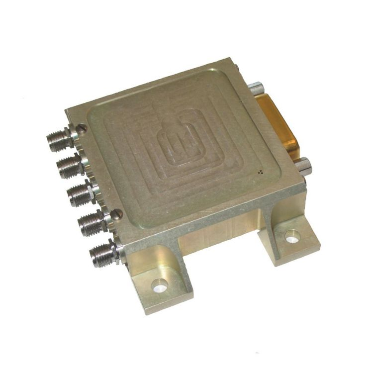 Low power DP3T space switch